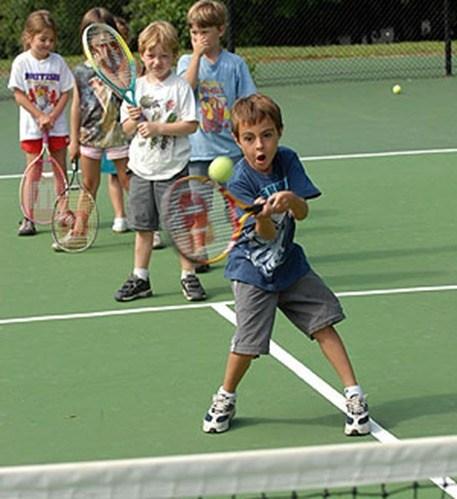 kids-playing-tennis