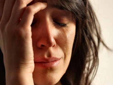 mujer-triste-tristeza-dolor-llanto-llorar-lagrima-depresion-estres-muerte-divorcio_MUJIMA20100902_0023_24