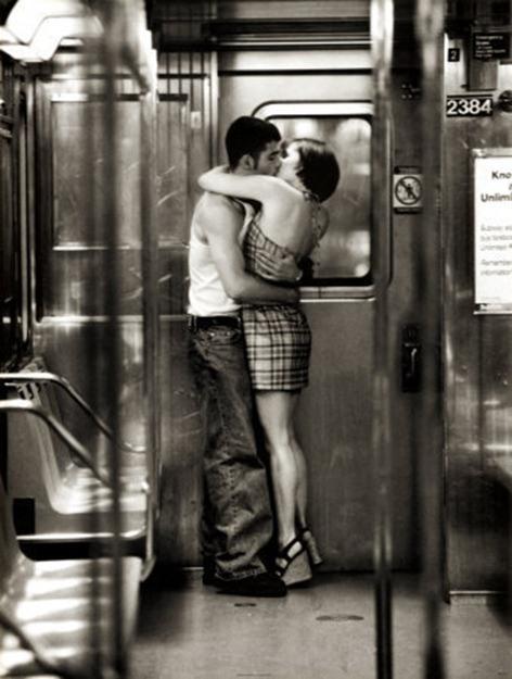 bleed-love-couple-kiss
