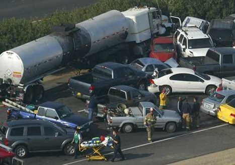 camion-auto-car-accidente-crash-escena