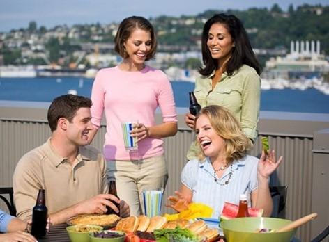 friends-having-dinner-outside