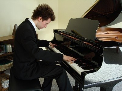 learn-to-play-piano-online-400x300.jpg